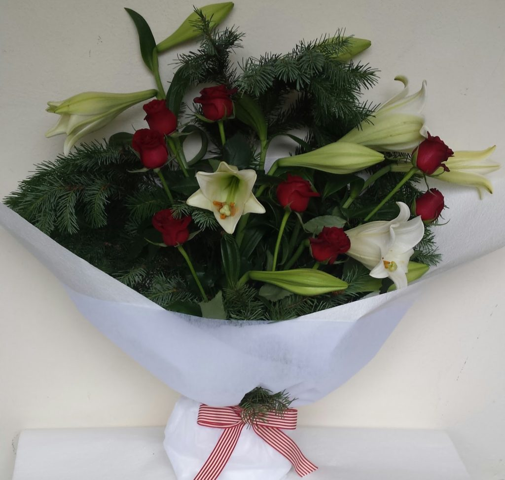 Christmas lily and red roses