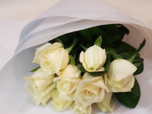 white rose bunch of flowers